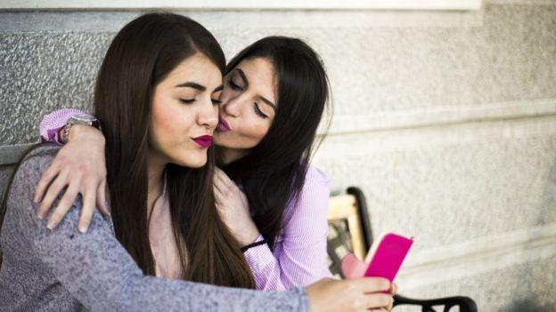 gay a pelo servicios sexuales por whatsapp