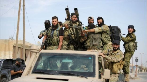 Quân đội Thổ Nhĩ Kỳ và đồng minh tiếp tục tấn công vào các thị trấn biên giới do người Kurd chiếm giữ ở đông bắc Syria