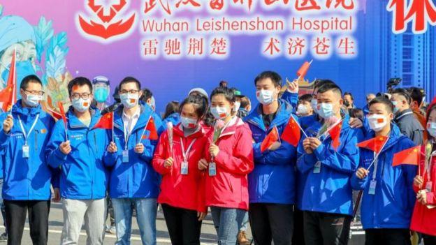 Hình ngày 15/4: Bệnh viện dã chiến Lôi Thần Sơn, Vũ Hán, đóng cửa sau khi Trung Quốc nói đã kiểm soát dịch bệnh ở đây