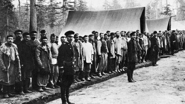 """بعض النزلاء في المعتقلات السوفيتية المعروفة باسم """"الغولاغ"""" إبان حكم ستالين"""