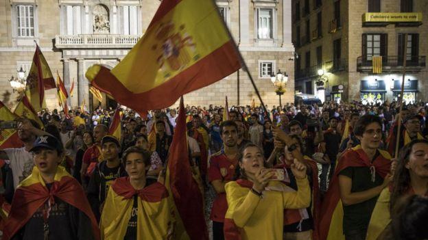 Противники референдума о независимости Каталонии собрались в субботу на демонстрацию в Барселоне