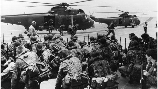 1982'de Falkland Adaları'na giden Yükseliş Adası'ndaki İngiliz birlikleri