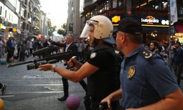 İstanbul'da protestolara müdahale eden güvenlik güçleri