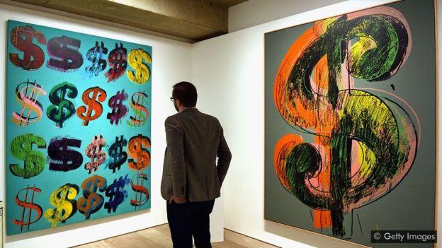 Obras do artista Andy Warhol inspiradas no sinal do dólar