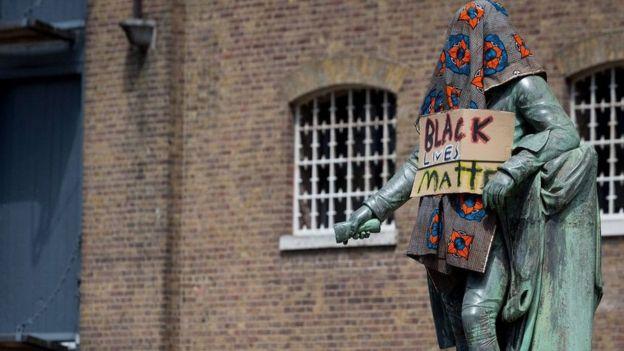تمثال التاجر المالك للعبيد روبرت ميليغان