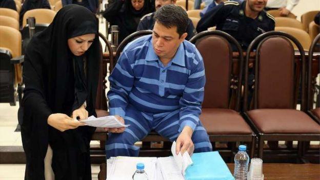 """آقای باقری درمنی با اتهامهایی نظیر """"قاچاق کالا، پولشویی، معوقات بازپرداخت وامهای بانکی و قاچاق شمش طلا"""" روبروست"""