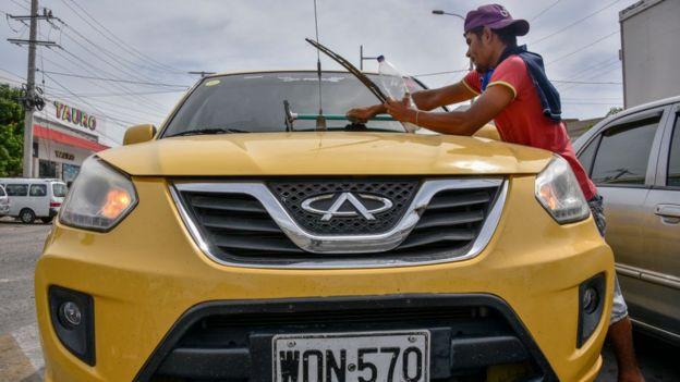 Gran parte de la inmigración venezolana está integrándose en la economía informal de los países receptores.