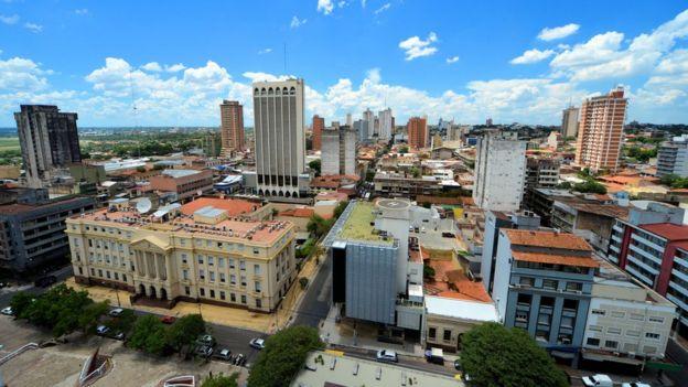 Asunción vista desde la Plaza de la Democracia.