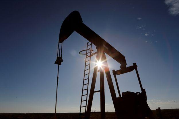 از ابتدای سال جاری میلادی (۲۰۲۰) نفت بیش از ۴۰ درصد افت قیمت را تجربه کرده است.