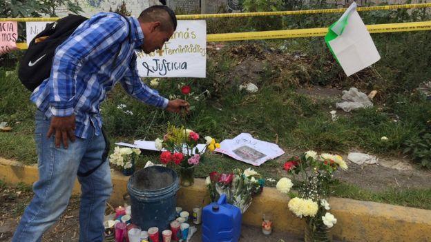 memorial improvisado y el baldío