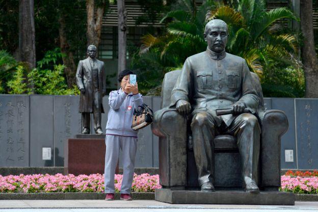 台北的国父纪念馆外的孙中山雕像