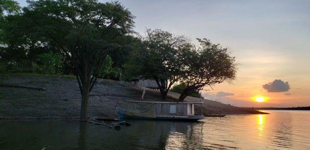 Rio Uatumã no pôr do sol