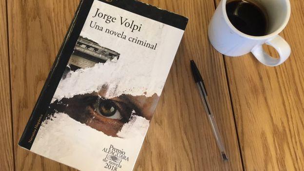 "Tapa de ""Una novela criminal"""