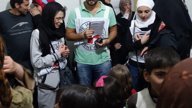 pessoas em clínica improvisada em Madaya