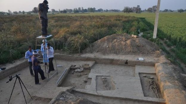 ماہرین آثار قدیمہ نے راکھی گڑھی میں 40 قبریں کھودی ہیں