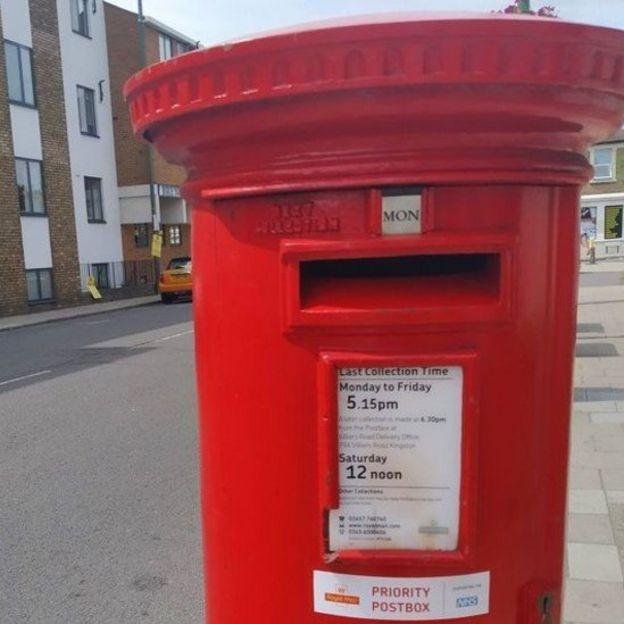 Buzón en una calle de Londres