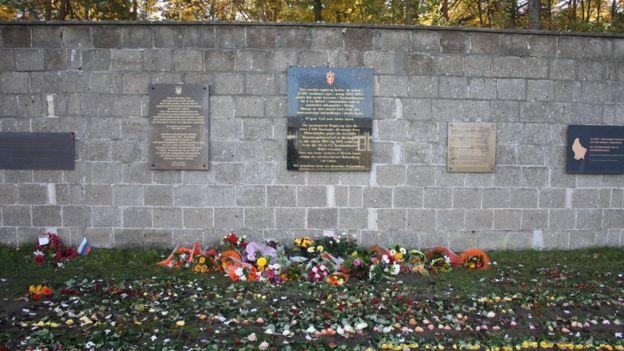 Memorial pelas vítimas do holocausto no antigo campo de concentração de Oranienburg, na Alemanha