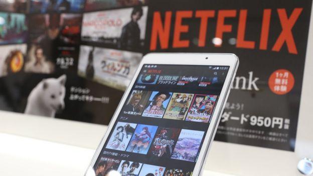 Dispositivo móvil con la aplicación de Netflix