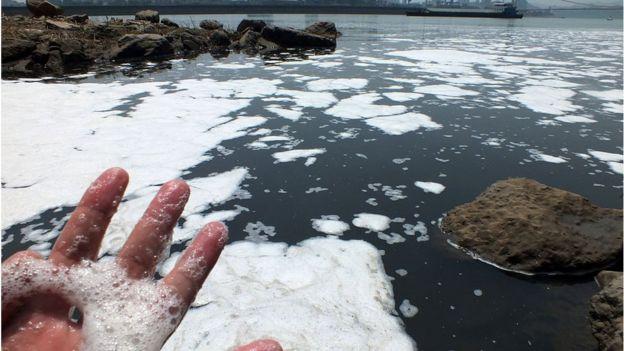 Con sông ở Chu Châu bị ô nhiỠm nặng do nước thải (hình minh họa)