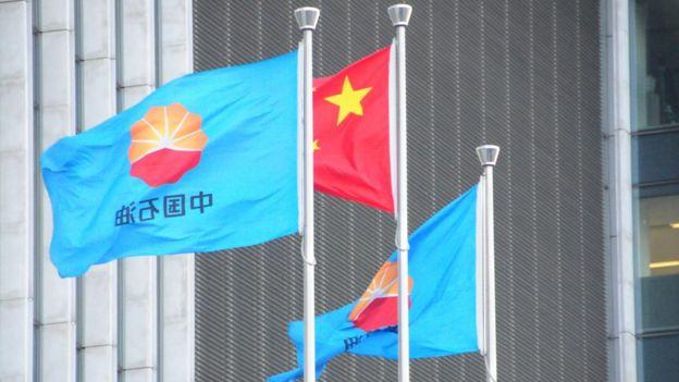 Çin Ulusal Petrol Şirketi'nin bayrağı