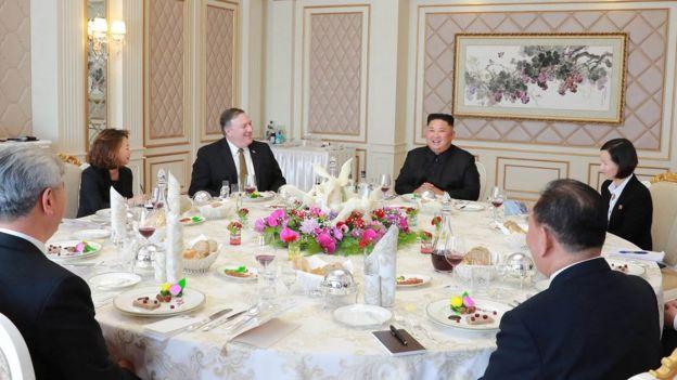 蓬佩奥访问朝鲜时与金正恩会面,这是两人第三次会面。