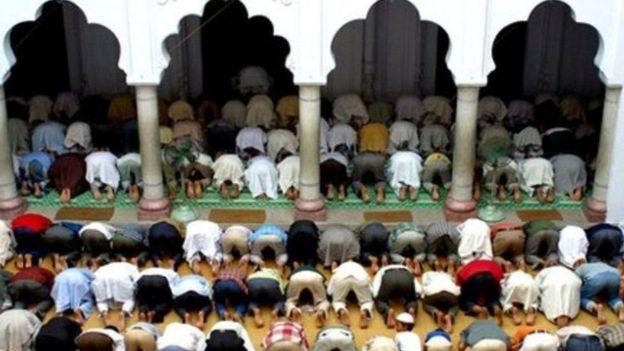 Waislamu msikitini wakati wa Ramadhani
