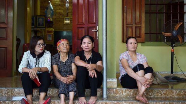 Một gia đình ở Nghệ An lo lắng con cháu họ đi trên chuyến xe định mệnh đó