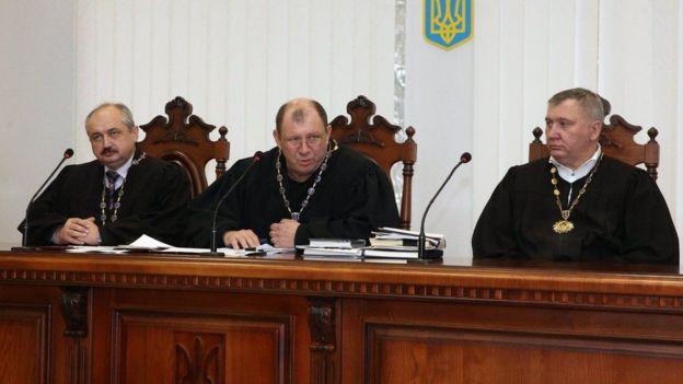 судді