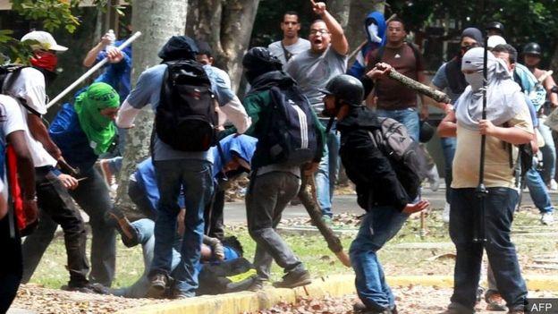Biến động chính trị ở Venezuela _105568001_e9bd527d-87ac-4459-9036-e5868c4b903b