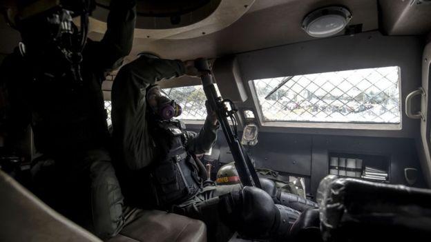 Guarda Nacional dentro de tanque