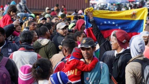 Venezolanos en la frontera entre Colombia y Ecuador