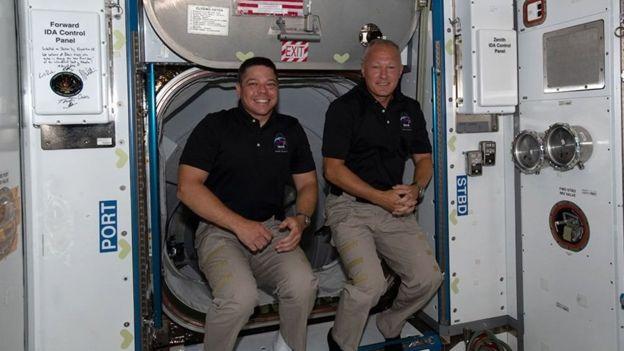 Dos astronautas