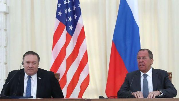 Mike Pompeo y Sergey Lavrov.