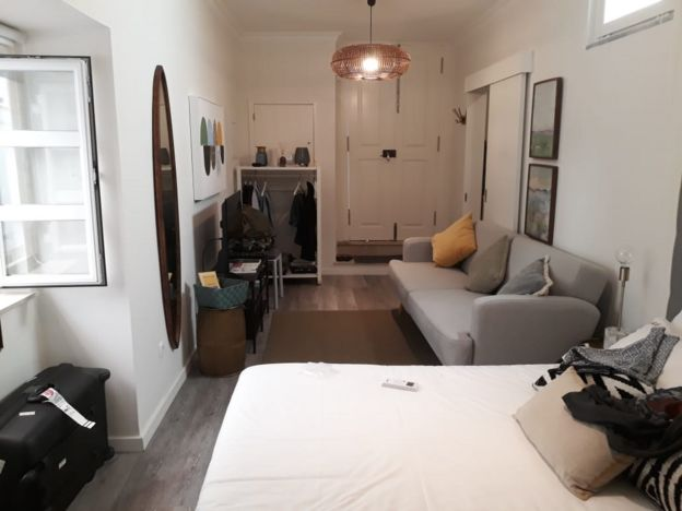Imagem mostra interior de apartamento em Portugal