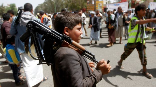 A boy holds a rifle at a rally in support of the rebel Houthi movement in Sanaa, Yemen (2 April 2020)