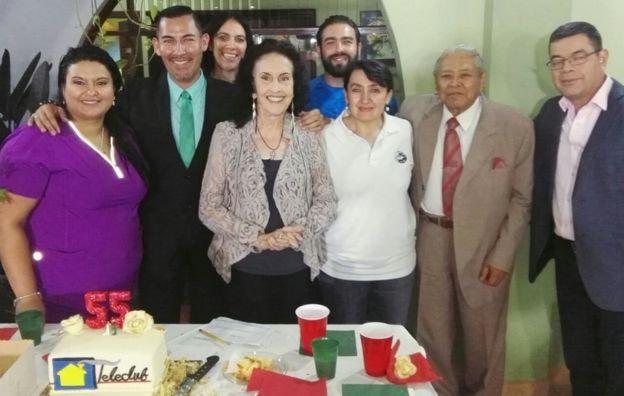 Inés Sánchez de Revuelta y el equipo de Teleclub