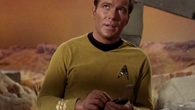 El capitán Kik con su comunicador