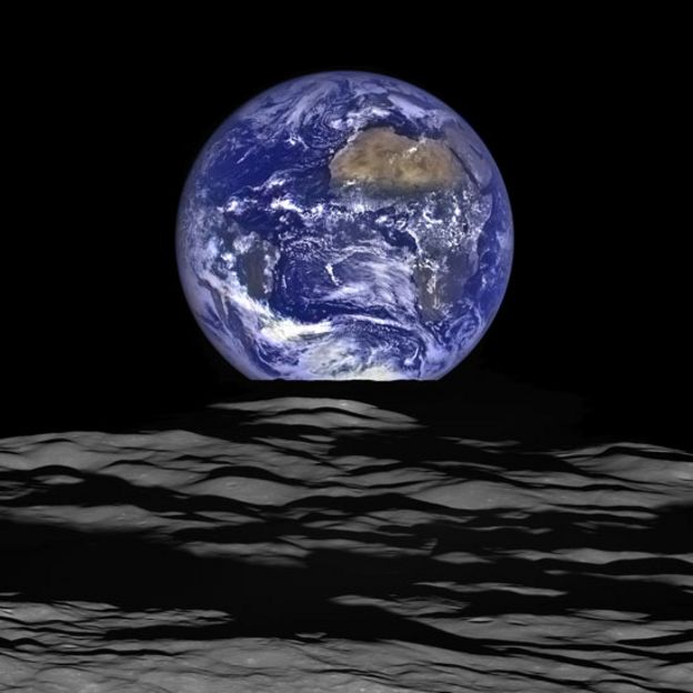 La Tierra vista desde la superficie lunar