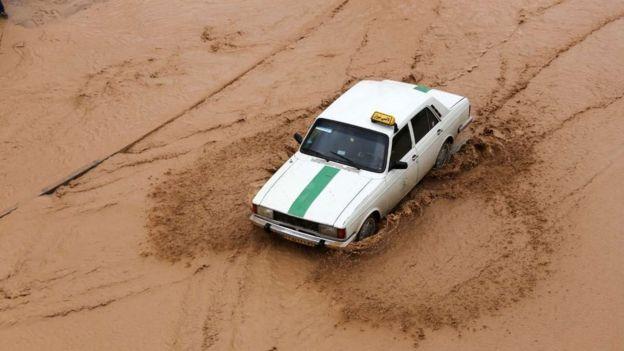 تعداد مصدومان سیل شیراز ۱۰۰ نفر اعلام شده است