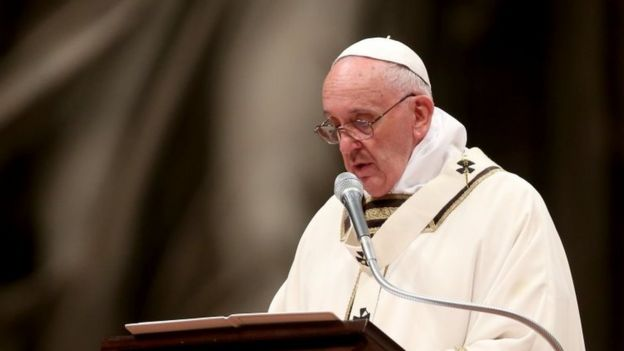 Pope Francis in his Christmas homily denounces materialism - BBC News