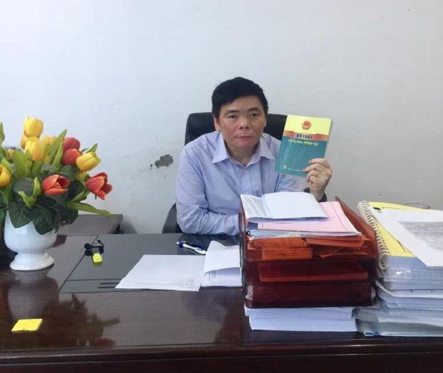 Luật sư Trần Vũ Hải trong phòng làm việc