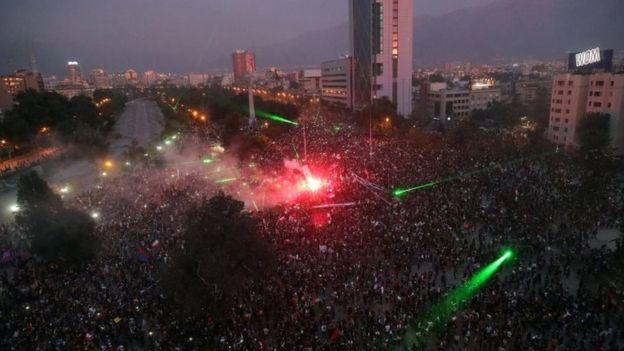 Protesta en la Plaza Italia de Santiago