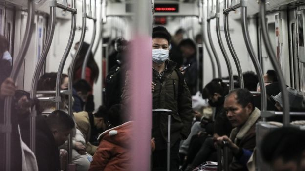 A man wears a mask o­n the subway o­n January 22, 2020 in Wuhan, Hubei province, China