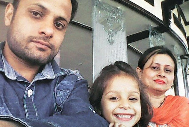 Winning selfie of Amit and his wife Rita with their daughter Vanshika