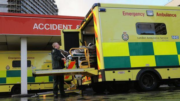 英國國民保健署的救護車。 (資料圖片)