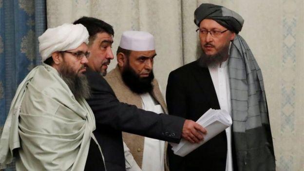 Miembros de la delegación talibán durante las conversaciones multilaterales de paz sobre Afganistán en Moscú, Rusia, el 9 de noviembre de 2018.