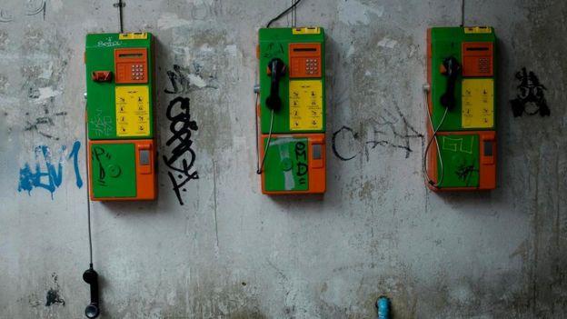 Сбои в работе телефонной сети заставляют людей чувствовать изоляцию и дискомфорт