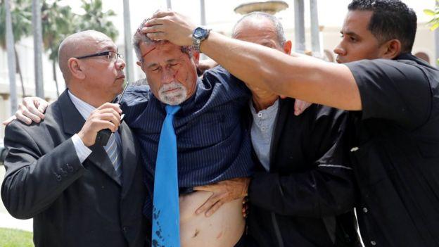 El diputado Américo de Grazia (segundo desde la izquierda) recibió heridas.