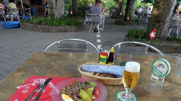 Mesa no restaurante Waldheim