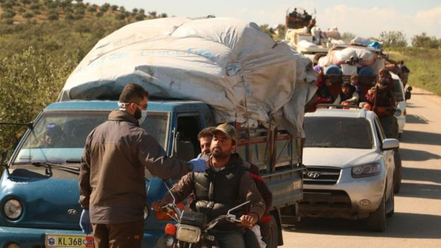Desplazados sirios regresan a Idlib